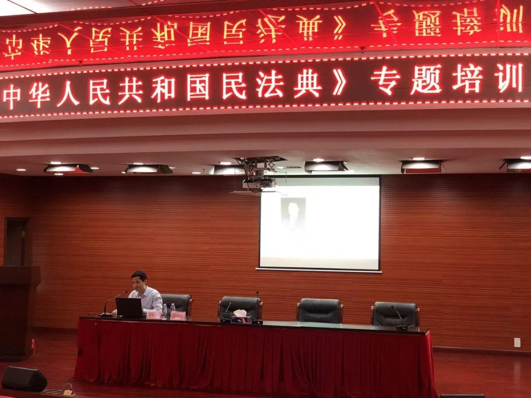我所管铁流律师受邀为深圳市龙岗区卫生健康局做《民法典》宣讲
